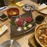 肉汁餃子製作所ダンダダン酒場 - 馬刺