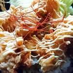 酒処 ときた - 立ち呑み 鴇田 @板橋本町 ランチ 紅唐揚げ丼のマヨビームが掛けられ糸切り唐辛子がトッピングされる紅唐揚げ