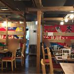明神丸 - 店内はかなり広々としています。