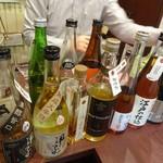 熟成古酒処 - ずらりと並ぶ古酒