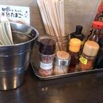 壱丁目ラーメン - ・豊富な調味料