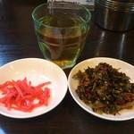 壱丁目ラーメン - ・高菜と紅生姜はセルフサービス