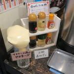 麺屋 八頭龍 - 屋台サービスの調味料