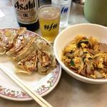 餃子の王将 - 料理写真:「1000円セット」(1000円税込)。瓶ビール(大)+一品料理(今回はミニ豚玉子玉ねぎ炒め)+餃子1人前。