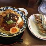節系とんこつらぁ麺 おもと - +餃子
