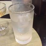 オリエンタルキッチン アンジュナ - 普通の水ではない。エルダーフラワー。ほんのり甘く、良い香りの水。