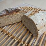 66856736 - ライ麦パンとグラハムパン