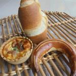 66856792 - 筍の形をしたパン・三日月形なども白いパン多し・濃厚なキッシュ