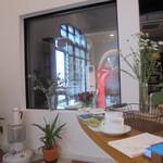 米安珈琲焙煎所 - ガラスの向こうに大きな焙煎機が、こんなに大きい物は初めて見たかな?