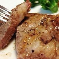 SoulKitchen博多屋台DON! - 糸島産の豚肩ロースステーキ。柔らかいお肉をわさびや天日塩で。
