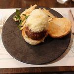 アルペンローゼ - ビーフハンバーガー アルペンローゼ風 2950円(宿泊者20%OFF)