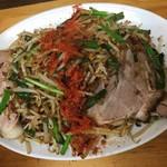 66859638 - 皿台湾(ちょい辛・にんにく普通・野菜大盛・チャーシュー2枚トッピング) 野菜は大盛りがオススメ、チャーシューは絶対にトッピングすべき!!チャーシューは麺&野菜に埋めて、脂をとろんとさせて食べてみてください(^0^)b 2017/05/04