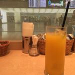 アビオン - 検査場とオレンジジュース