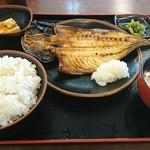 境川パーキングエリア (上り線) - 焼魚定食(大) あじ ¥880 ご飯は『もち麦』を選択