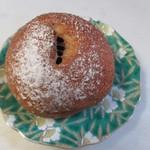 郷のパン工房 GLANz Mut そばの実カフェ - いちぢくパン220円。