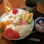 66866053 - 白玉とフルーツとアイスのパフェ