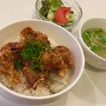 ジャスミン - 唐揚げ丼、サラダ、スープ、ドリンク付き 800円