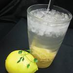 フジエダハウス - まるごとレモンを使ったレモネード