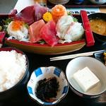 みっちゃんの魚や食堂 - 舟盛り定食 1,000円