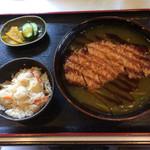 66877367 - カツのせカレー蕎麦¥950、ミニ炊込みご飯¥100