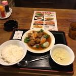 Sambikuenhompodandan - 酢豚定食。             税込500円。             旨し。