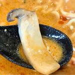麺処 まるよし - エリンギが不思議な食感を出します。