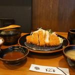 とん吉 - 料理写真:ロースとんかつ定食です(2017.5.11)