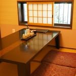 とん吉 - テーブル1卓の個室です(2017.5.11)