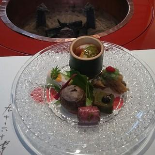 柿安 - 料理写真:車海老とフォアグラのジュレ、蓮、きぬかつぎ、牛のコンフィ、蓬麩、鯉の南蛮漬けの先付