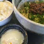麺や すずらん亭 - もちろん、温玉とご飯も。