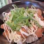 油山とんこつ研究所 くまちゃんラーメン - ミニチャーシュー丼セットは+200円。