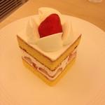 66897839 - 有精卵苺ケーキ