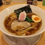 喜粋 - 醤油拉麺(750円、斜め上から)