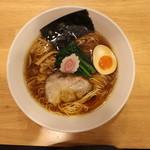 喜粋 - 醤油拉麺(750円、真上から)