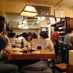 酒処 十徳 - ほぼ満席の店内