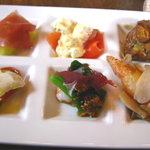 イタリア料理 カンタレーレ - 前菜の盛合せ ワンスプーンサイズの6種盛です。 08/08