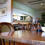 イタリア料理 カンタレーレ - オープンキッチンにカウンターとテーブル席 08/08