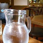 イタリア料理 カンタレーレ - お水は、ど~んと。 お好きなだけお飲み下さい。 08/08