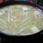 お食事処 田川 - 味噌汁 もやしタップリ