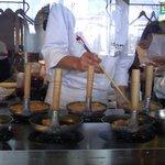 比内やサスケ - 待ち時間も調理行程が見えて、楽しみの一つ!