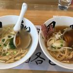 66902135 - 左:貝だしラーメン(塩)、右:貝だしラーメン(醤油)各750円