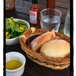 カフェレストラン エピソード - セットのパン・サラダ
