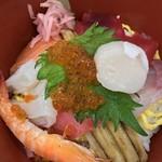 とれとれ市場 鮮魚コーナー - 新鮮な海鮮丼(1,500円くらい)