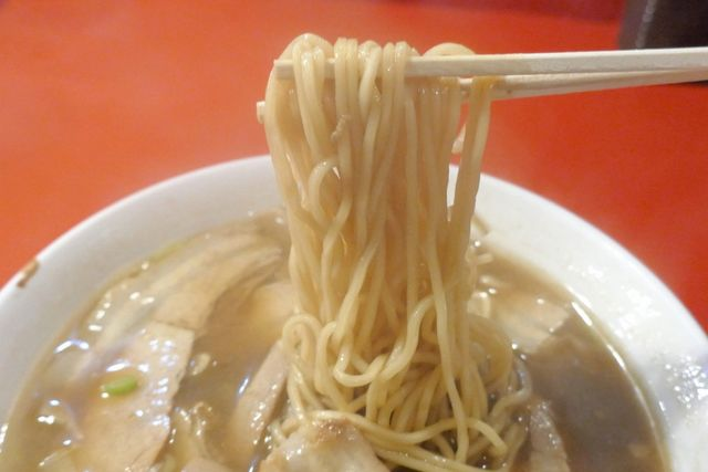 末廣ラーメン本舗 盛岡分店 - 麺はもちもち食感の細麺で、あまい味わいのスープとの相性も抜群!