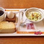 カフェ&レスト オリベ - 料理写真:ホットコーヒー(330円)、モーニング(トースト、ゆで卵、サラダ、ジャム付)