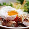 たゆたう。 - 料理写真:ローストビーフ丼 スープ付 1,000円