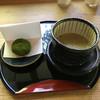 聴水庵 - 料理写真:霧の森大福とほうじ挽き茶 黒糖生姜入り