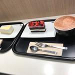 マクドナルド - 料理写真:チーズケーキ・ダブルベリーのケーキ・ホットチョコ