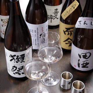 日本酒の銘柄だけでなく、その酒器にもこだわりを感じられます