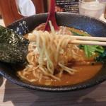 カレーラーメン 彩 - カレーラーメンの麺